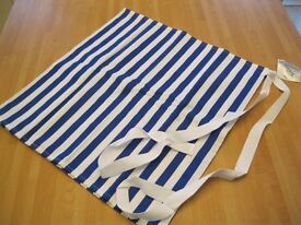 JOB LOT 10 X SHORT BLUE AND WHITE STRIPE APRONS ONE SIZE DUPONT STAIN PROTECTED