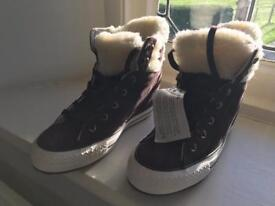 Converse ladies suede boots