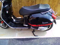 VESPA GTS 125 SUPER . FANTASTIC CONDITION WITH AKRAPOVIC AND EXTRAS