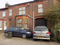 4 / 5 Bedroom House in Town Centre, 2 Bathrooms, close to Train Station, Motorway, Schools, No DSS