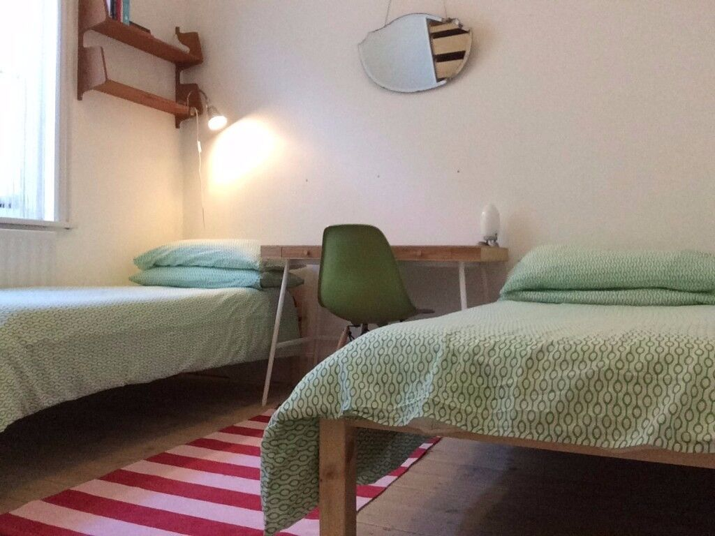 Large single room in family home, easy parking, near beach and shops, short bus ride to town.