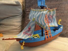 Spongebob squarepants toy pirate boat