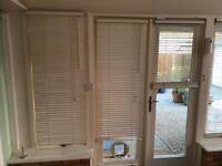 12 Off-white wood Venetian blinds