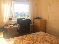 Nice double bed room close to Edinburgh university bill included