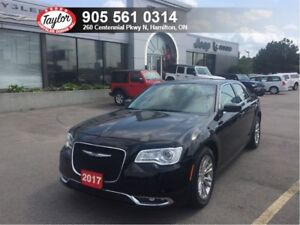 2017 Chrysler 300 Touring w/Leather, Sunroof, Navi, Backup Cam