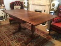 Solid oak draw leaf table
