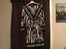 Julienmcdonald top/dress size 20 colour black and white