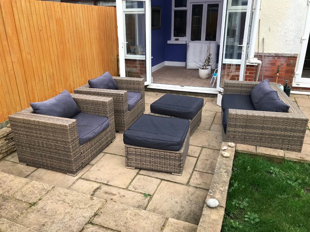 Fantastic 5 Piece Rattan Garden Furniture Set In Hove East Sussex