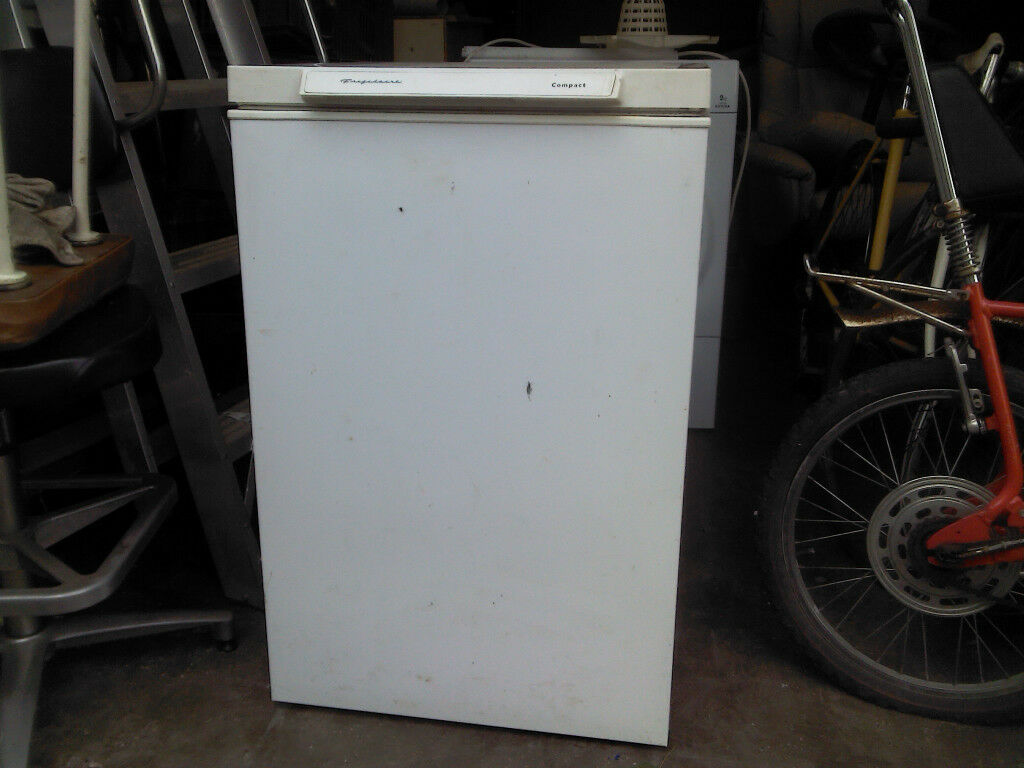 FRIGIDAIRE COMPACT FREEZER - UNDER THE COUNTER