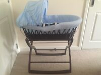 Izziwatnot Moses basket and rocking stand