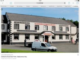 Rent - Commercial / Retail showroom available in prime location