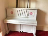 upright piano,