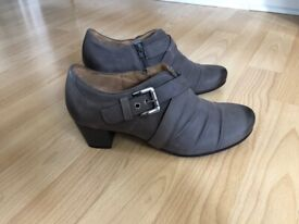 Brand new Gabor heels leather size 4