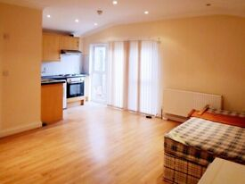 ~Spacious studio with a Large Living Area & Private Outdoor Area in Park Royal ~