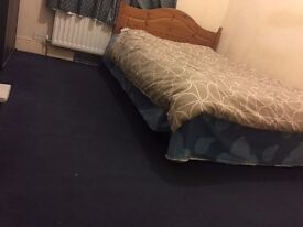 1 Specious Room Available £300pm (bill incl.)