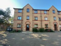 Refurbished 1 Bed flat Rent Excellent Location Longbridge Road