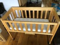 Cot / Crib - ideal for bedside use