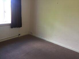 2 bedroom flat to rent above retail premises
