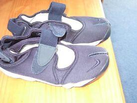 Navy Blue Split Toe Nike 'Air' Trainers