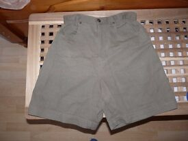 Gloria Vanderbilt Signature Designer label shorts, size 8