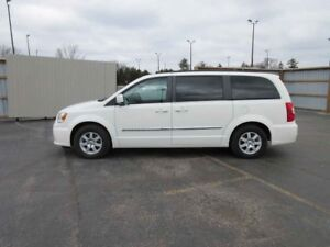 2012 Chrysler TOWN and COUNTRY TOURING FWD