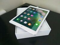 "Ipad Pro 9.7"" Mint Condition, 32gb, Wifi and 4G LTE unlocked"