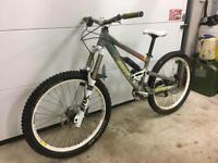 Scott Voltage FR10 — Downhill/ Freeride bike Fox Avid