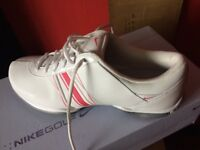 BRAND NEW BOXED-LADIES NIKE-DELIGHT EU- GOLF SHOES -SIZE 7