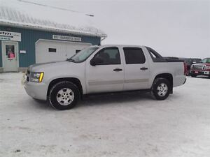 2010 Chevrolet Avalanche 1500 LS,6 PASSENGER,LOADED,ONLY 174000K