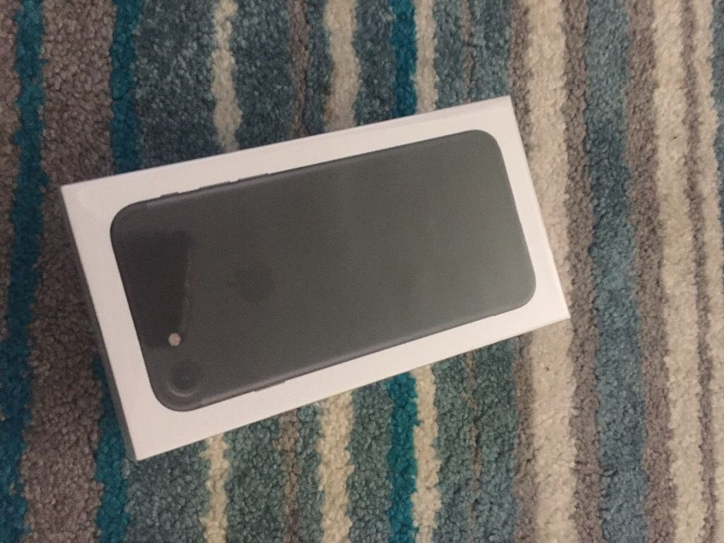 Iphone 7 32gb black brand new sealed in the box unlocked