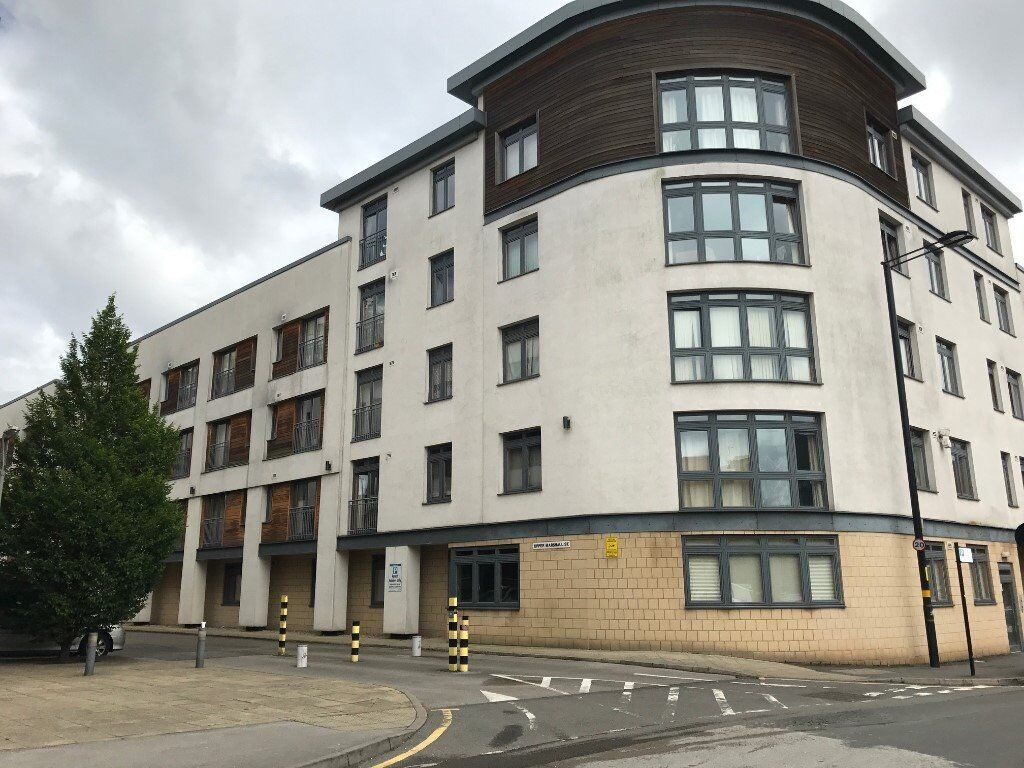 ONE BEDROOM CITY CENTRE APARTMENT-FURNISHED-PARKING INCLUDED-£775PCM-HEART OF THE CITY !!