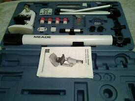 MEADE CHILDRENS TELESCOPE AND MICROSCOPE KIT