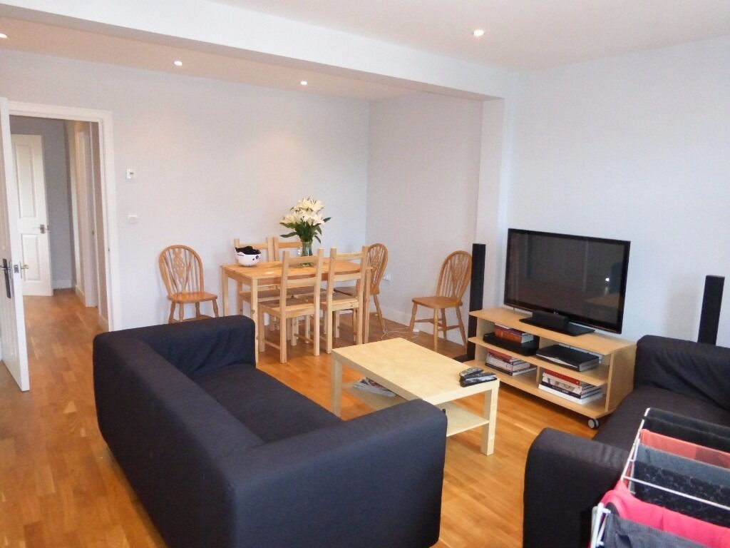 Amazing 4 bed house in Tooting Bec minutes from Station. OFFERS ACCEPTED. MOVE IN NOW!!