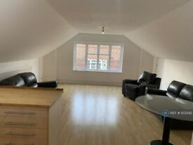 3 bedroom flat in Ealing, London, W5 (3 bed) (#973342)