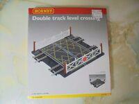 Hornby R636 Double Level Crossing for OO Gauge model railway