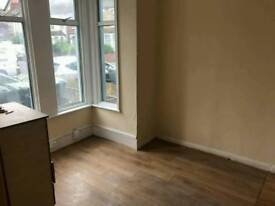 RENT SINGLE AND DOUBLE ROOM
