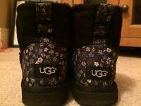 AMAZING CONDITION***Ugg Australia classic mini liberty black and blue boots***SIZE UK 4.5