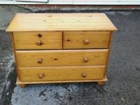 Pine chest of 4 draws