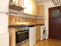 A modern self contained studio flat conviently located in Newington Green close to Angel&StokeNew