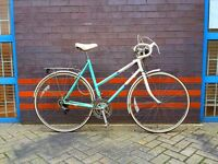 Fast, comfortable and practical ladies road touring commuter vintage bike. Fully working.