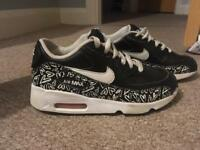 Girls size 1 black and white heart ❣ NIKE AIR MAX