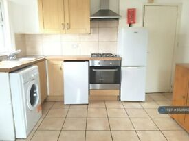3 bedroom flat in Frobisher Road, London, N8 (3 bed) (#1028960)