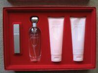 Estée Lauder Pleasures - GIFT Set- 100ml parfum, 100ml body ,100ml shower gel and 5ml spray