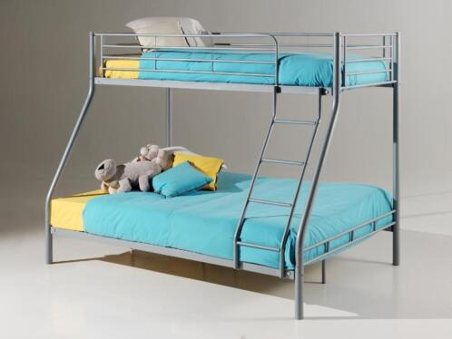3 persoons stapelbed metalen trio bed inclusief bodems. Black Bedroom Furniture Sets. Home Design Ideas