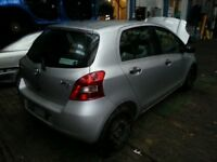 TOYOTA YARIS 1.0 PETROL 5DR BREAKING 06-07-08-09 FOR SPARES 1X WHEEL NUT