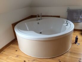 Immaculate white round bath hardly used with taps etc