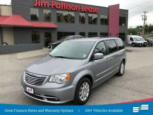 2016 Chrysler Town & Country Touring w/ Power sliding doors