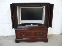 TV/DVD/VCR Reproduction mahagony cabinet