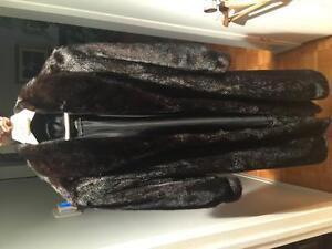 Manteau de fourrure ( vison mâle noir)