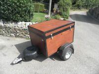 Lockable camping trailer